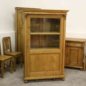 antike-vitrine-bauernmoebel