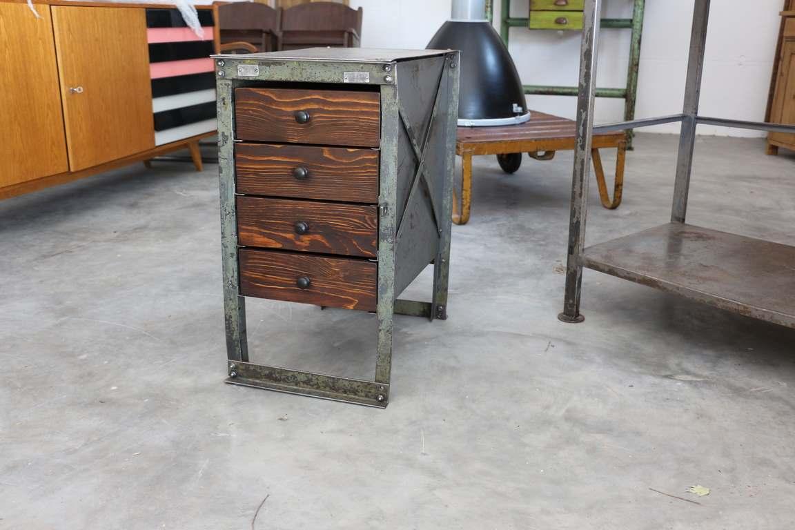 eisenkasten industrial m bel antik. Black Bedroom Furniture Sets. Home Design Ideas